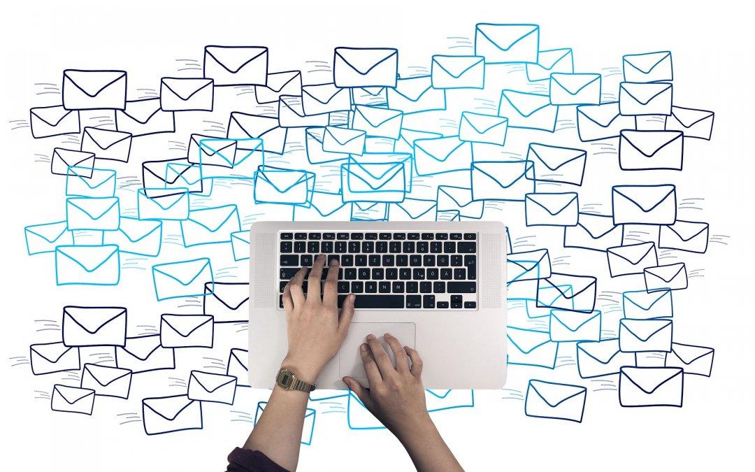 Divi rozesílá prázdné e-maily s textem et_contact_proccess